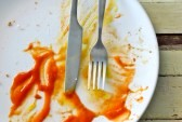 25106111-empty-dish-after-eat-knife-and-fork-on-dish-background